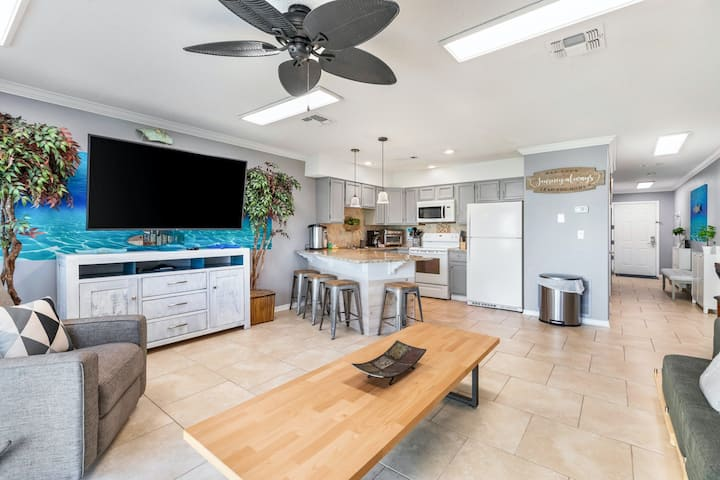 Ground-floor beach condo w/ a full kitchen, shared saltwater pool, & playground