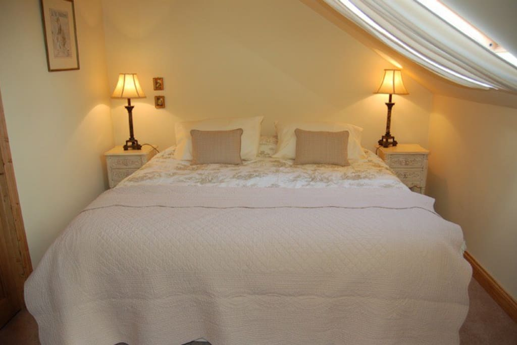 Double bedroom with super king or twin beds