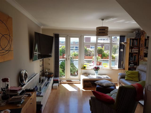 DOUBLE BEDROOM NEAR HYDE PARK AND TOURISTIC SPOTS