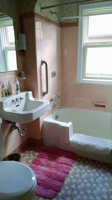 Great 1946 Pink Bathroom.