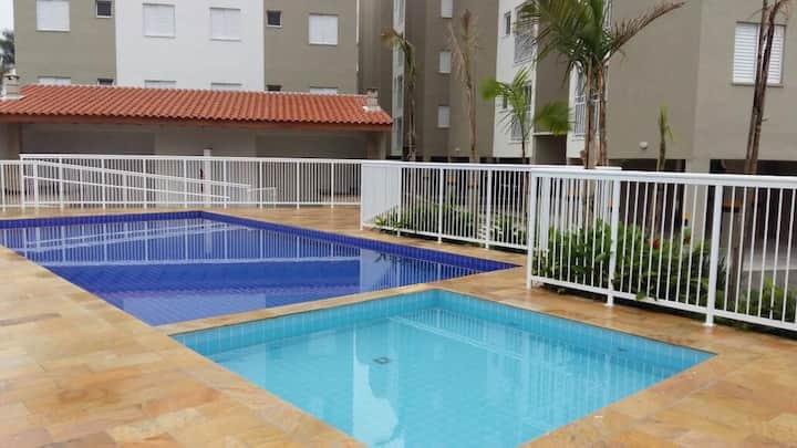 Lindo apto 2 dorm  piscina a 5 min da Praia Grande