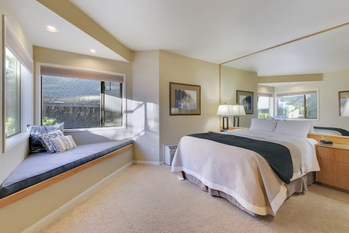 River Ridge 323B Private, hotel style suite in Bend with access to fitness center.