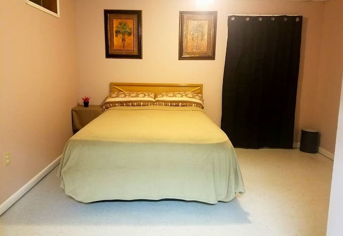 PRIVATE ROOM 4 TRAVELERS ON A BUDGET.CLOSE TO ALL