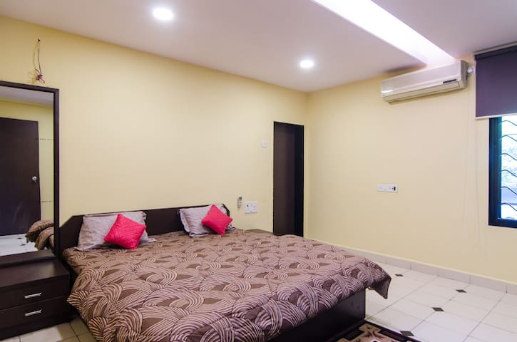 Pvt. bedroom in Chembur/ Govandi office complex(2)