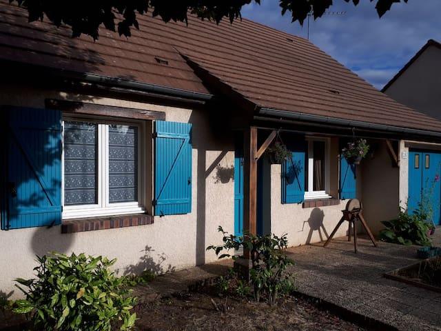 Maison entière, 2 ch, 4 pers. à 5' de Chartres