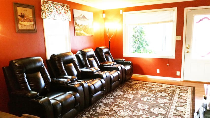 Incredible Amenities*10 Minutes From Lambeau Field - Green Bay - House