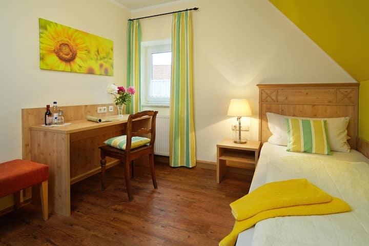 Gasthof Goldenes Rössle (Dinkelsbühl), Einzelzimmer mit Frühstück und Fernseher