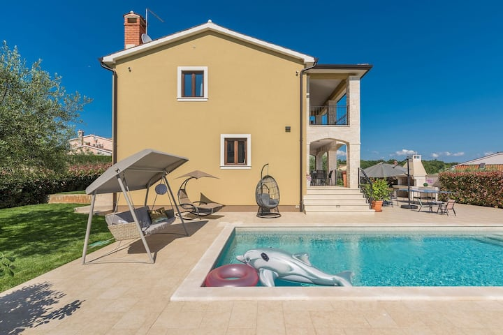 Newly built  4 bedrooms holiday house with pool, fully air-conditioned, garden