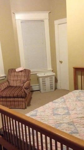 Private Bedroom in a Family Home - Hartford - Ev