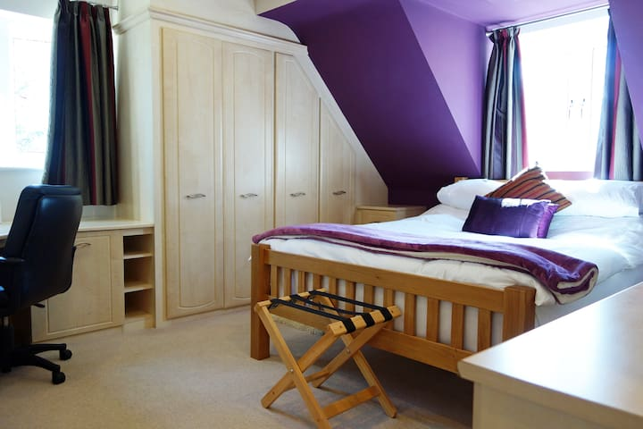 King-Deluxe-Ensuite with Shower-Woodland Room