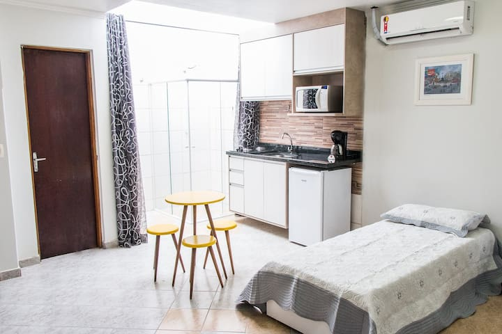 Studio Confortável e Equipado perto da PUC - Curitiba - Leilighet