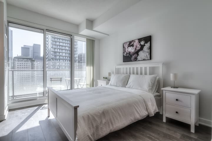 Brand New Unit in the Best Location/Downtown Core