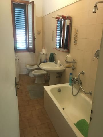 camera singola e camera doppia - uso appartamento - Prato - Huoneisto