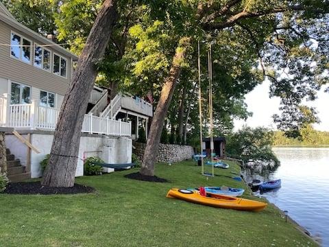 "Hermosa ""FRENTE AL LAGO""Casa con 2 kayaks"