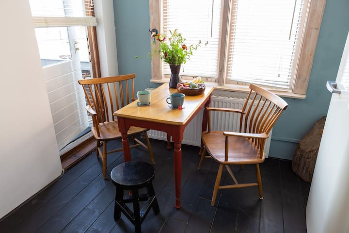 Have your breakfast, afternoon tea, your glass of whiskey or your game of chess in this sweet little corner.