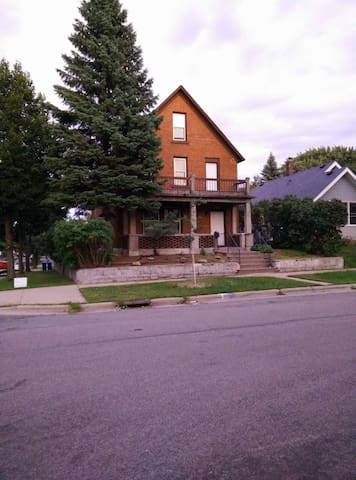 Spacious St Paul House Minutes from Stadium