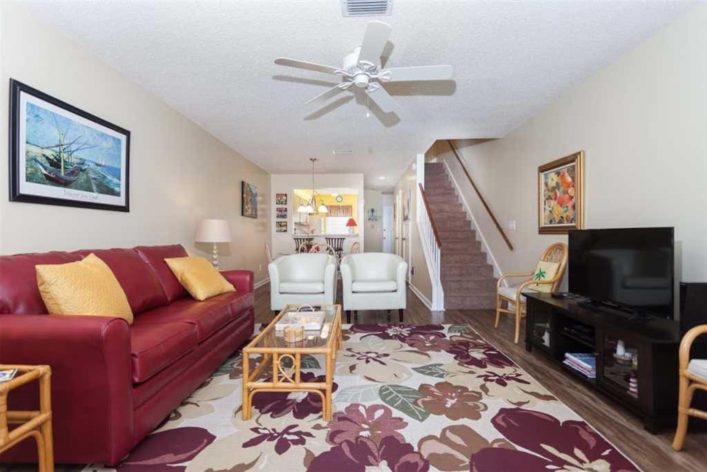 Come in and have a seat! There's room for all. - The relaxed, casual living room in Sea Place 14248 is inviting and is the perfec