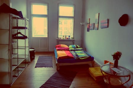 Bright room with balcony in Berlin - Berlin - Apartment