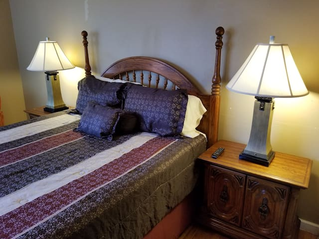 Suite with private bathroom near Fort Sam