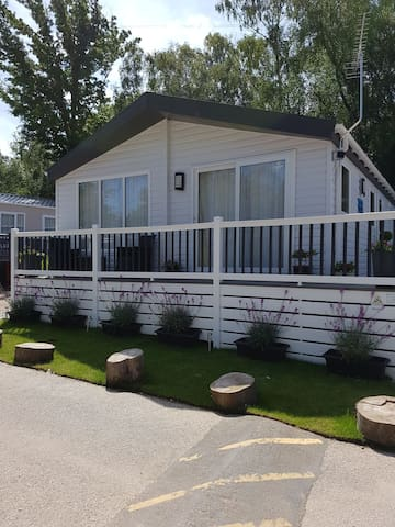 Redwood Lodge, Beauport Holiday Park