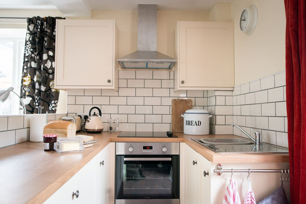 Fully fitted and well equipped kitchen with integrated cooker and fridge.