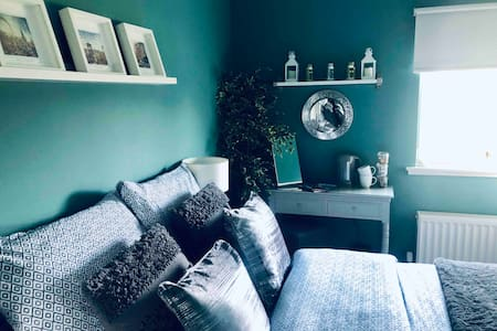 Bright Double Room- Close to new town!