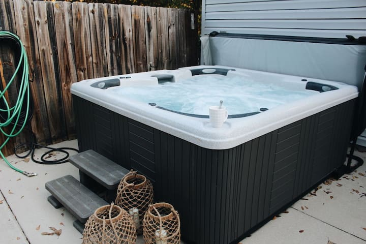 The Sheridan Luxury Modern Getaway Pool Hot Tub