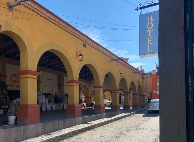 Portal del Baratillo 4   Hotel & Galería