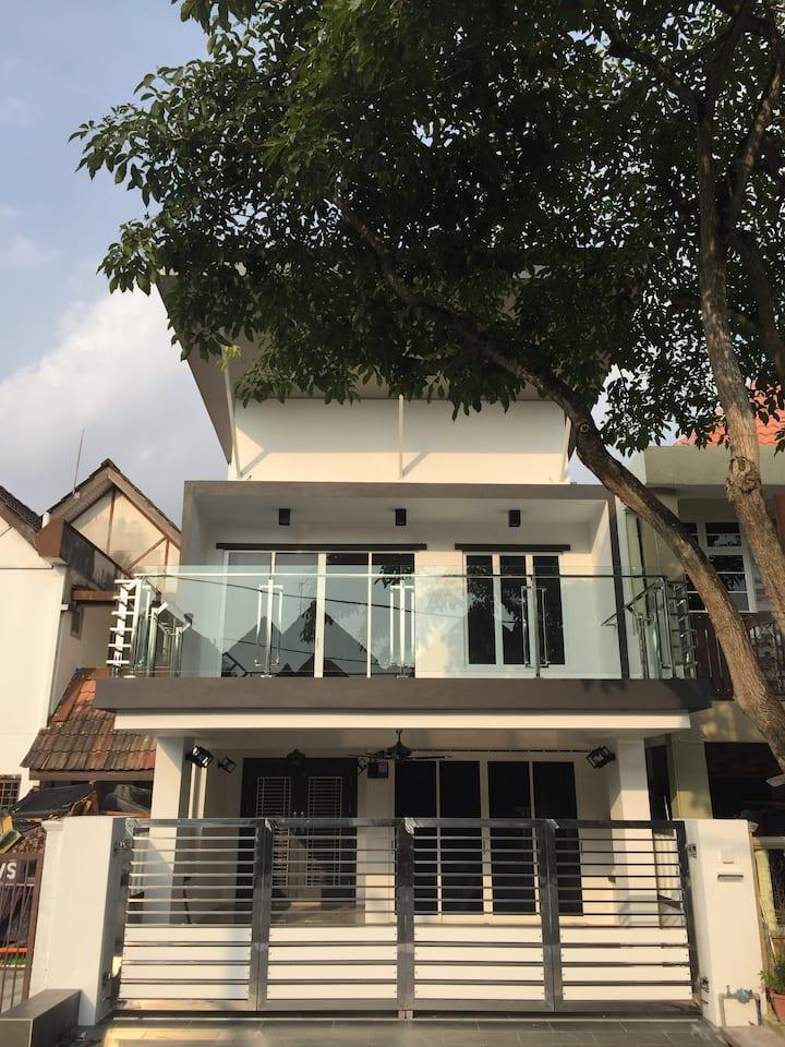 Homestay Seksyen 19 Shah Alam (salsavilla19)