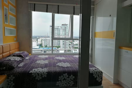 Cozy home 17th fl., near Skytrain! 300 m. walk :)