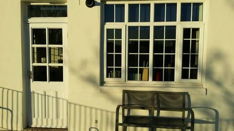 Sunny 1st Floor Terrace Apartment