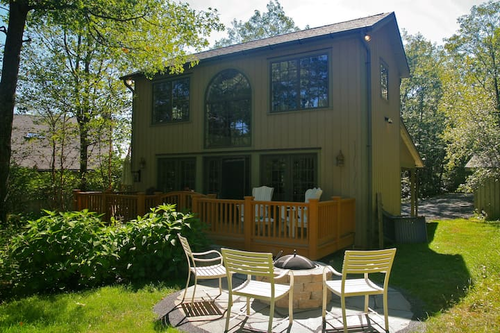 Mountainside Guesthouse - Dogs Welcome!