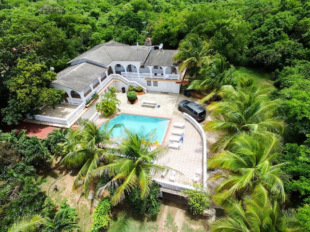 House for 21 & Pool next to BioBay / Car avaliable - Vieques - House