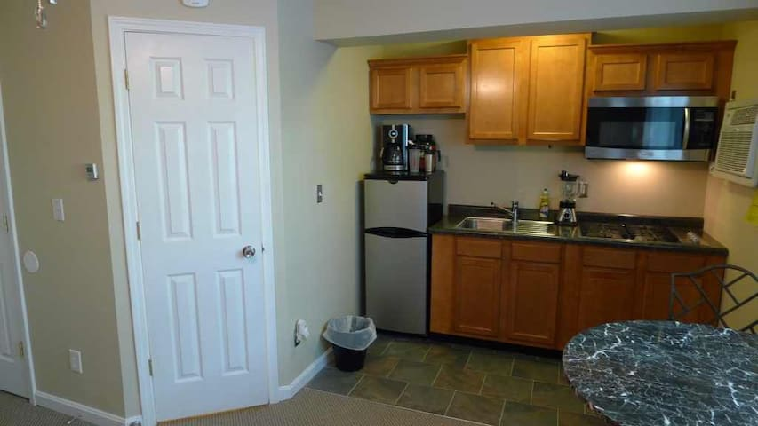 Great studio near UC,Hospitals,downtown, FREE Park