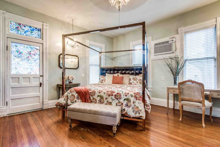 KERRY SUITE AT O'CASEY'S BOUTIQUE INN