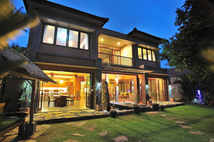 Beach Villa with Pool & Breakfast for 6