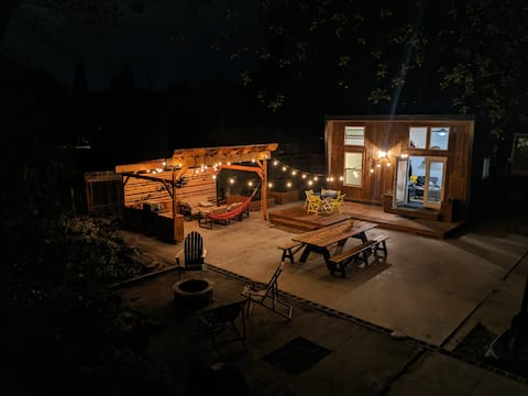 Tiny House Oasis-Bikes-Fire Pit-BBQ-MovieProjector