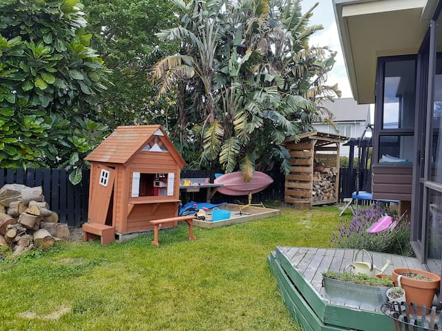 Whole House - Tauranga Family Adventure - 8 Guests