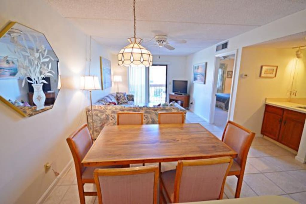 Diningroom/Livingroom Area