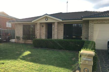 Spacious family home - Parkes - Дом