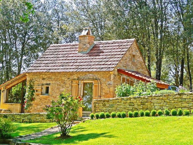 Maison de poupée Sarlat vue vallée de la Dordogne