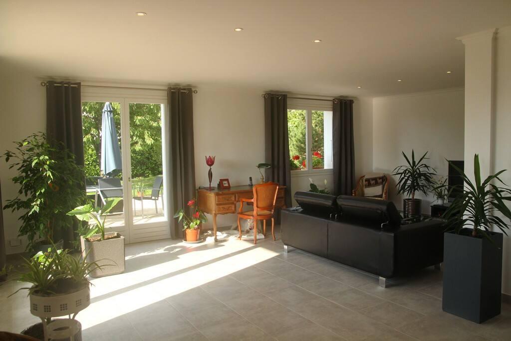 Chambre dans villa au calme proche d 39 annecy chambres d for Chambre d hote annecy