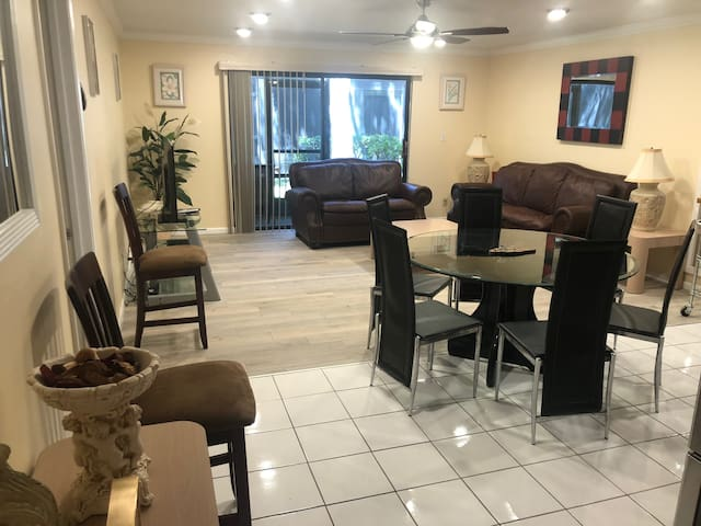Perfect 3/2 Condo with Florida room