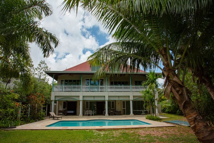 Front beach view and swimming pool villa, Eden