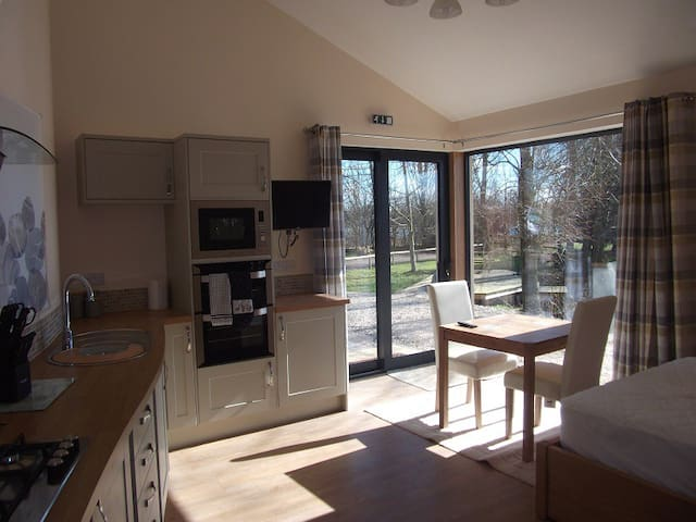 The Studio at Wildmoor Waters, Cotswold Water Park - South Cerney - Daire