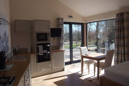The Studio at Wildmoor Waters, Cotswold Water Park - South Cerney