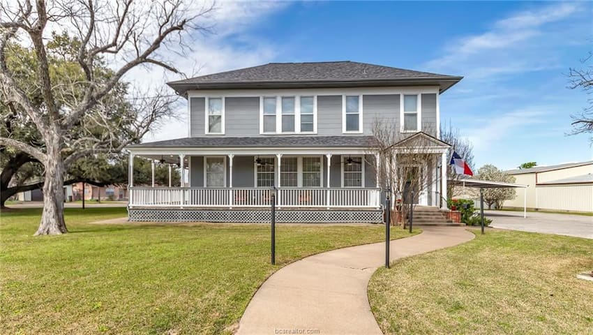 Newly Renovated Historic Home Near Downtown Bryan