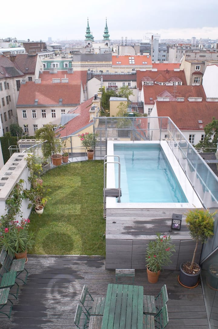 Big penthouse with pool centrally located