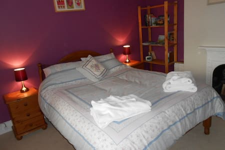 Comfortable bedroom in Victorian house. - Ringwood - Haus
