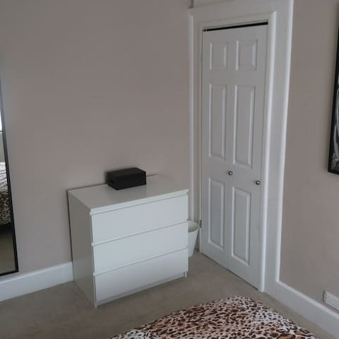 Totton Mon to Fri Double Room in detached house - Totton - Hus